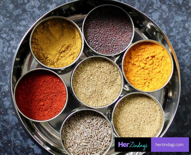 tips to clean spice box masala dabba