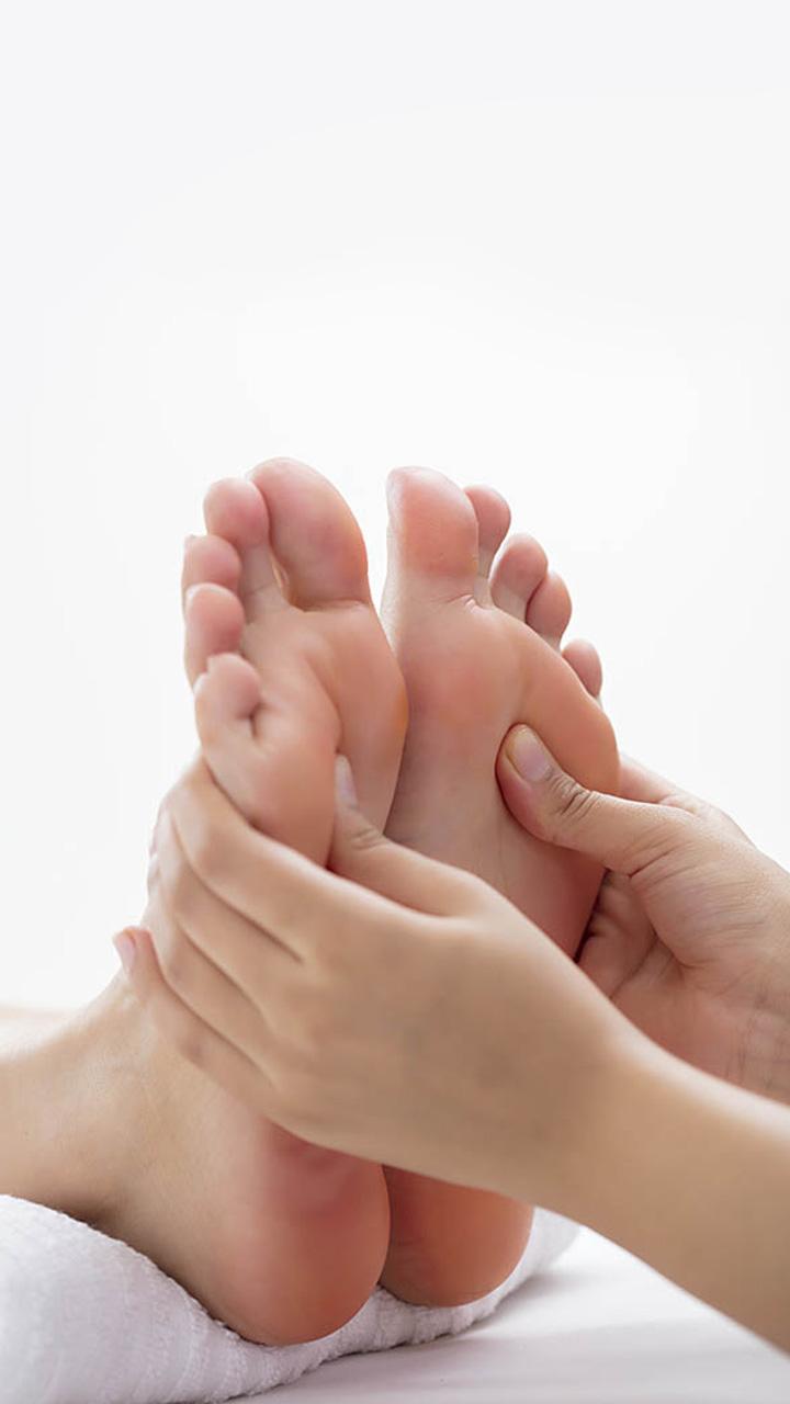 पैरों में तेल लगाने के अनोखे फायदे
